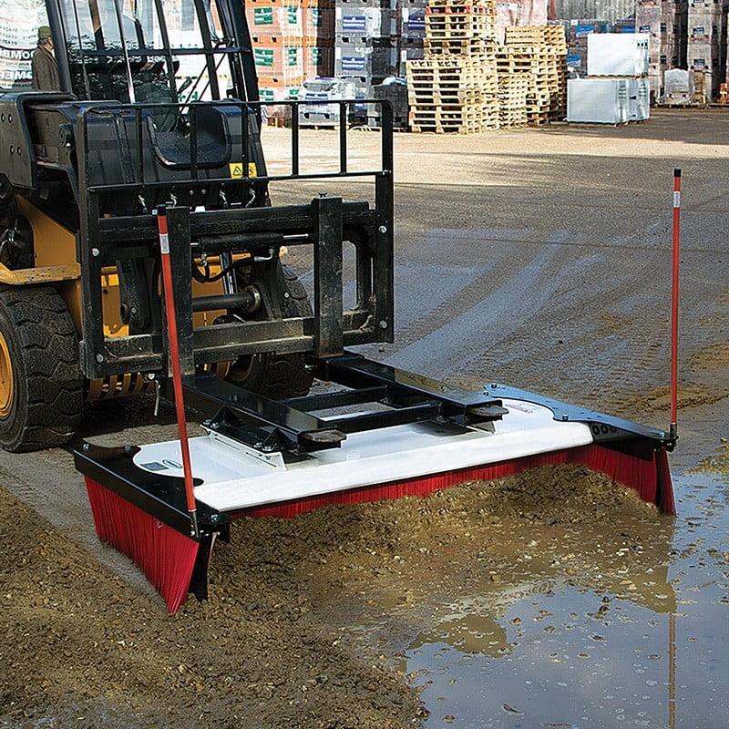 Megamax 600 push broom